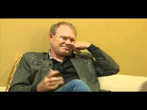 Glen Campbell, country music singer, talks about John Wayne